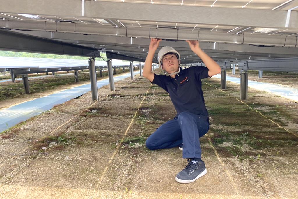 太陽パネルのケーブル点検